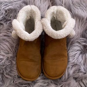 ✨Cozy booties, similar to UGGs✨
